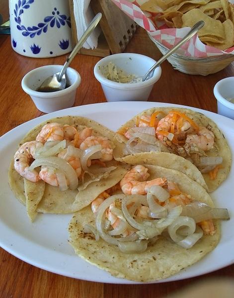 Tacos de camarón al mojo de habanero